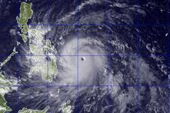 Typhoon Yolanda Update Latest: Thousands Evacuate Before Haiyan Arrives in Philippines